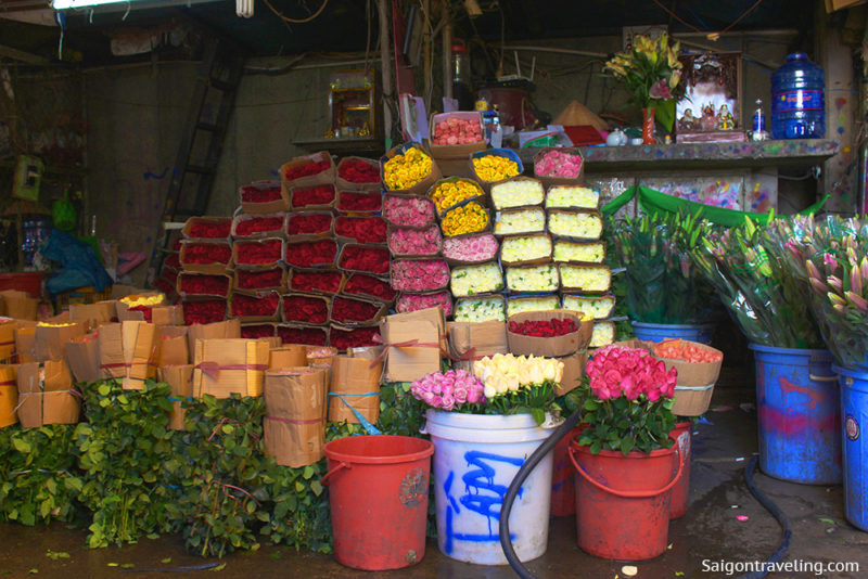 A typical shop at Ho Thi Ky flower market